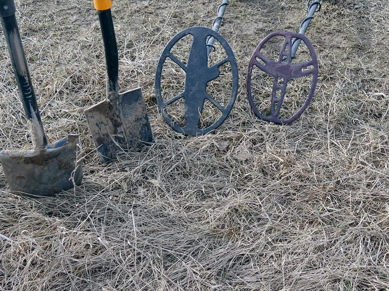Two search coils and two shovels