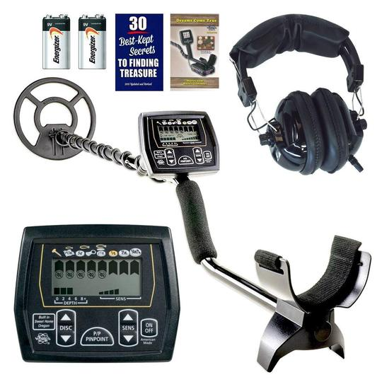 White's Coinmaster Pro metal detector with batteries and headphones.